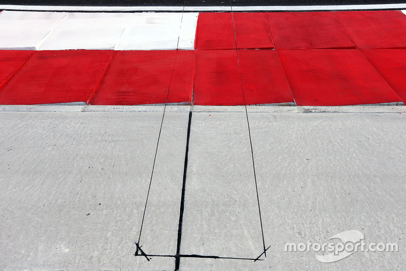 Electronic sensors in the run off area at turn 4