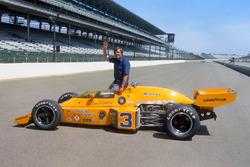 Race winner Johnny Rutherford, McLaren M16C