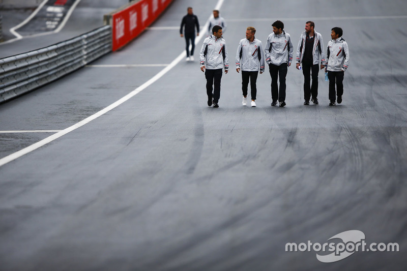 Kevin Magnussen, Haas F1 Team, walks the circuit alongside colleagues