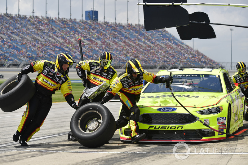 Paul Menard, Wood Brothers Racing, Ford Fusion Menards / Sylvania, effettua un pit stop