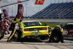 Austin Cindric, Team Penske, Ford Mustang Menards/Mastercraft Doors pit stop