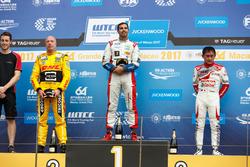 Podium: Race winner Mehdi Bennani, Sébastien Loeb Racing, Citroën C-Elysée WTCC, second place Tom Coronel, Roal Motorsport, Chevrolet RML Cruze TC1, third place Ryo Michigami, Honda Racing Team JAS, Honda Civic WTCC