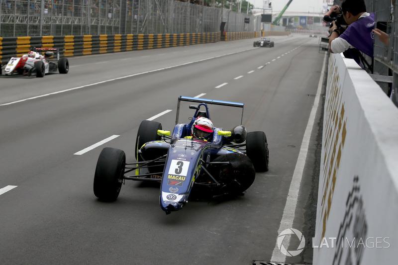 Ferdinand Habsburg, Carlin, Dallara Volkswagen después del accidente en la última curva