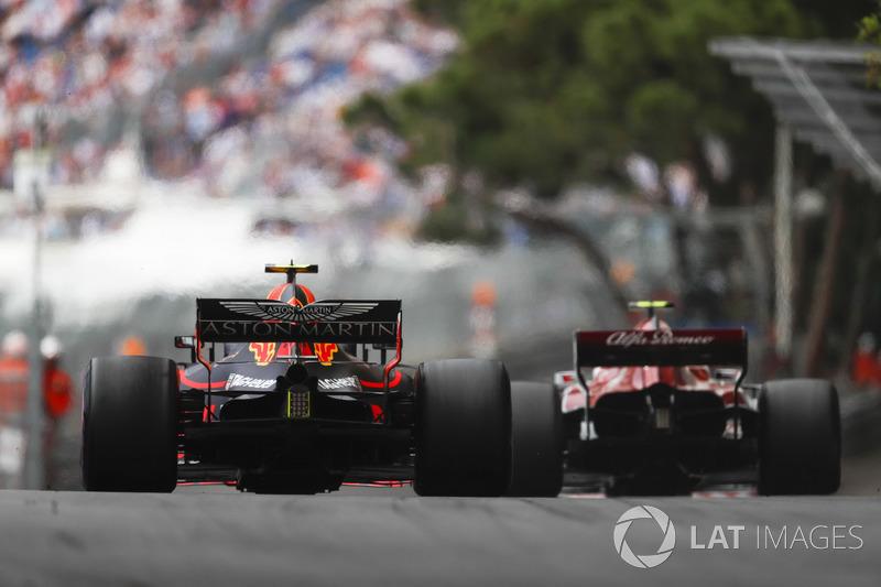 Charles Leclerc, Sauber C37, Max Verstappen, Red Bull Racing RB14