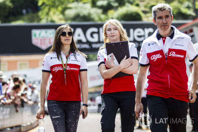 Tatiana Calderon, Sauber Test Driver walks the track with Ruth Buscombe, Sauber Race Strategist and Xevi Pujolar, Sauber Head of Track Engineering