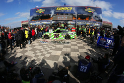 Yarış galibi Kyle Busch, Joe Gibbs Racing, Toyota Camry Interstate Batteries