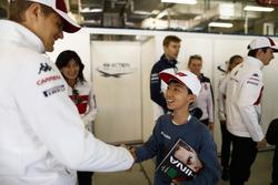 Marcus Ericsson, Sauber, rencontre un jeune fan