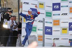 Podio: ganador de la carrera Nikita Troitskiy, Carlin Dallara F317 - Volkswagen