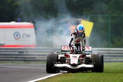 Jenson Button, Honda RA106, si ferma a bordo pista