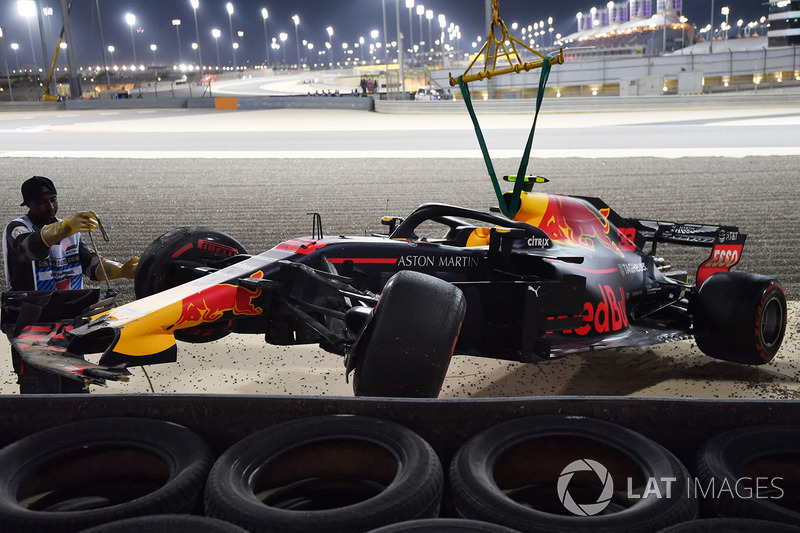 La voiture accidentée de Max Verstappen, Red Bull Racing RB14