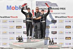 #33 Riley Motorsports Mercedes AMG GT3, GTD: Jeroen Bleekemolen, Ben Keating celebra en Victory Lane