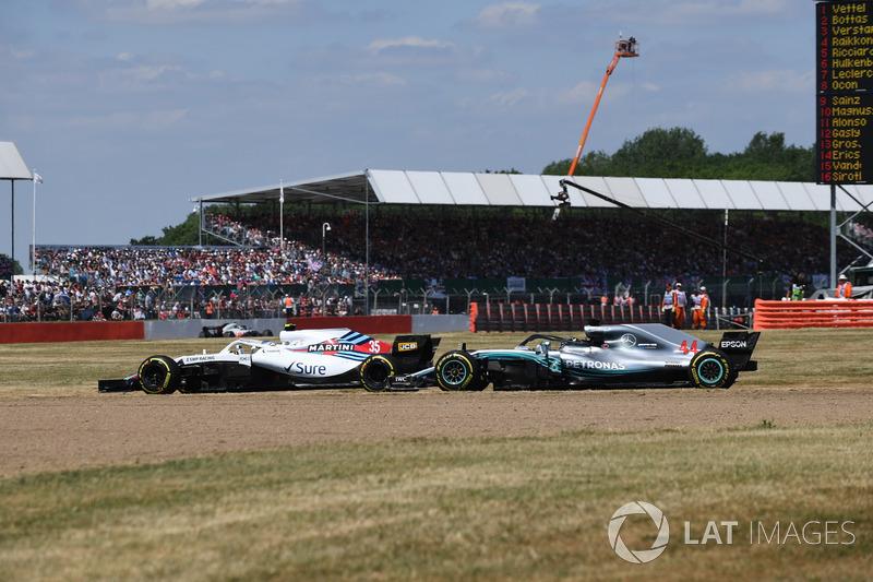 Sergey Sirotkin, Williams FW41 e Lewis Hamilton, Mercedes-AMG F1 W09