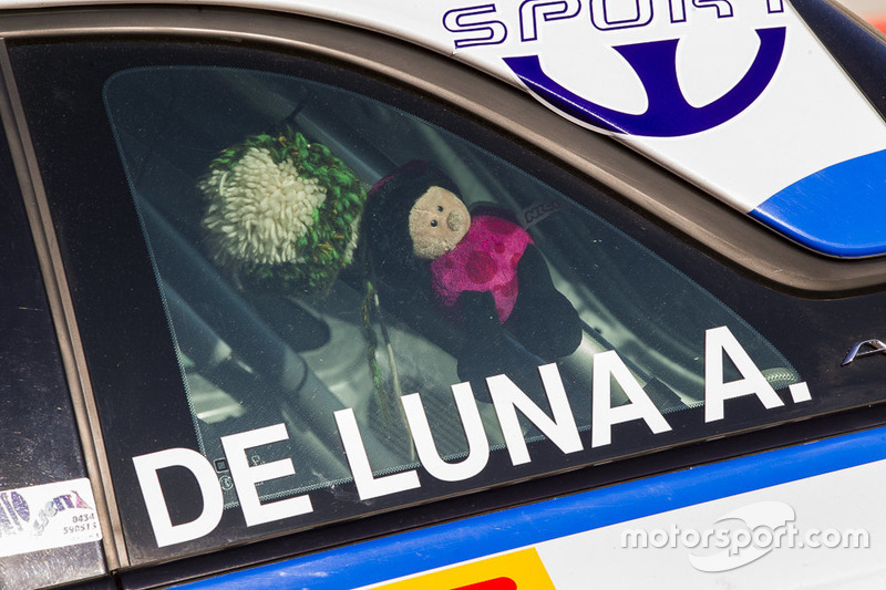 Un porta fortuna nella macchina di De Luna