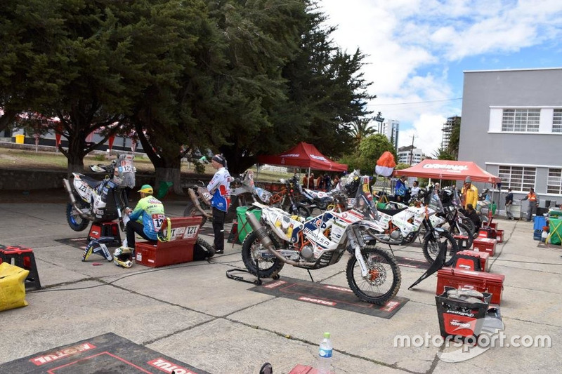 Гонщики і їхні мотоцикли
