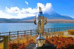 Monte Fuji con el trofeo de Borg-Warner