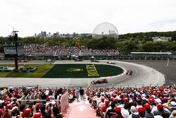 Даниэль Риккардо, Red Bull Racing RB14, Кими Райкконен, Ferrari SF71H, и Эстебан Окон, Sahara Force India VJM11