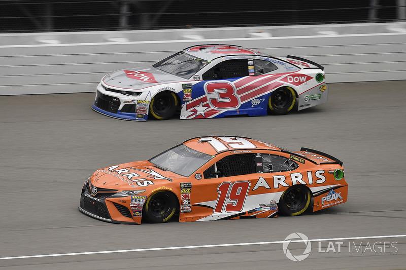 Daniel Suarez, Joe Gibbs Racing, Toyota Camry ARRIS and Austin Dillon, Richard Childress Racing, Chevrolet
