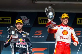 Podium: race winner Scott McLaughlin, DJR Team Penske, second place Shane van Gisbergen, Triple Eight Race Engineering Holden