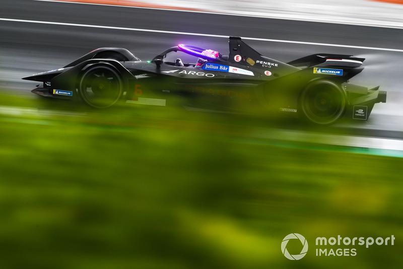 Maximilian Günther, Dragon Racing, Penske EV-3 con las nuevas luces LED magenta en el Halo, en modo hiperboost