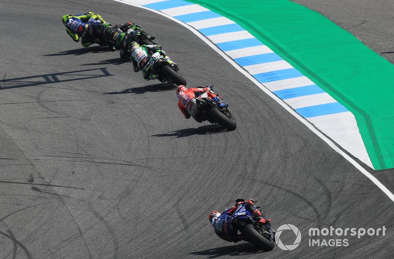 Valentino Rossi, Yamaha Factory Racing leads