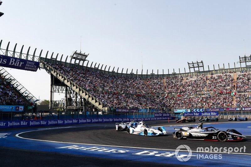 Sébastien Buemi, Nissan e.Dam, Nissan IMO1 leads Antonio Felix da Costa, BMW I Andretti Motorsports, BMW iFE.18 and Felipe Massa, Venturi Formula E, Venturi VFE05