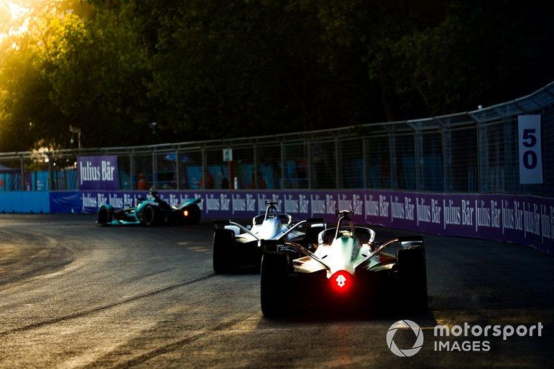 Lucas di Grassi, Audi Sport ABT Schaeffler, Audi e-tron FE05 segue Felipe Massa, Venturi Formula E, Venturi VFE05