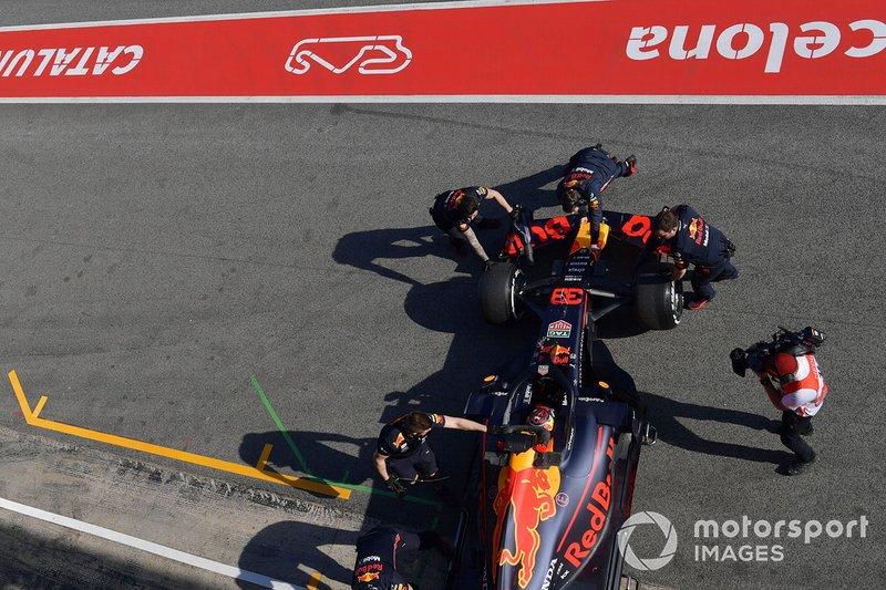 Les mécaniciens Red Bull Racing et Max Verstappen, Red Bull Racing RB15
