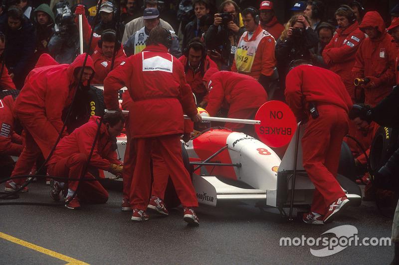 Tras el cambio de condiciones Senna hace cuatro paradas en boxes y ...