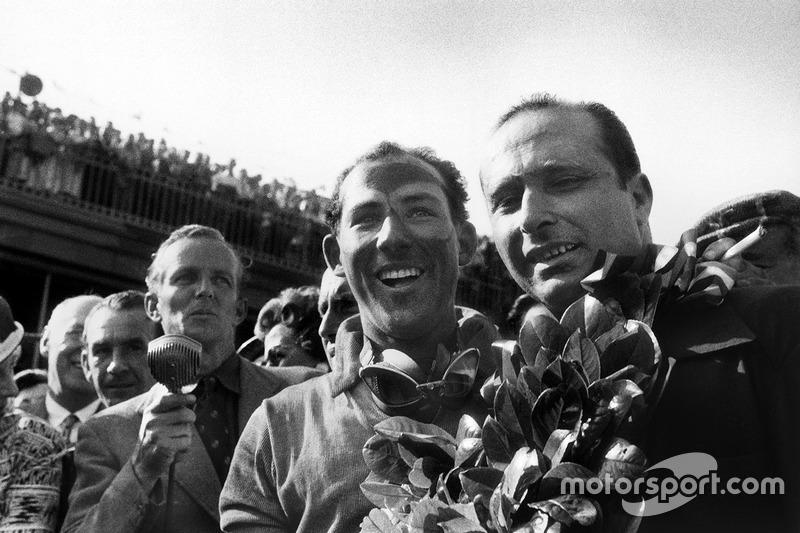 Ganador de la carrera Stirling Moss, Mercedes-Benz W196; segundo lugar Juan Manuel Fangio, Mercedes-Benz W196