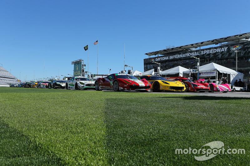 Sesión de grupo con todos los coches