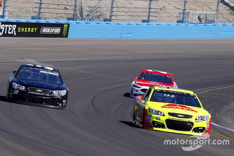 Dale Earnhardt Jr., Hendrick Motorsports, Chevrolet; Derrike Cope, Premium Motorsports, Chevrolet