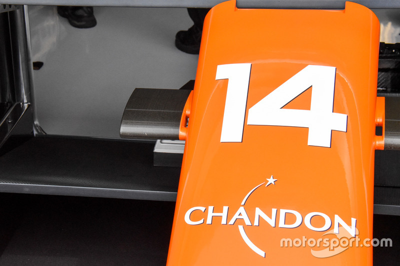 Крепление камер на носовом обтекателе McLaren MCL32