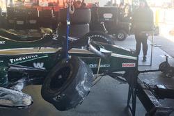 La monoposto di J.R. Hildebrand, Ed Carpenter Racing Chevrolet dopo l'incidente