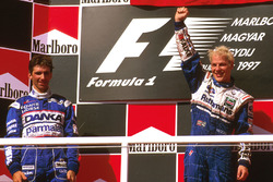 Podium: race winner Jacques Villeneuve, Williams Renault, second place Damon Hill, Arrows