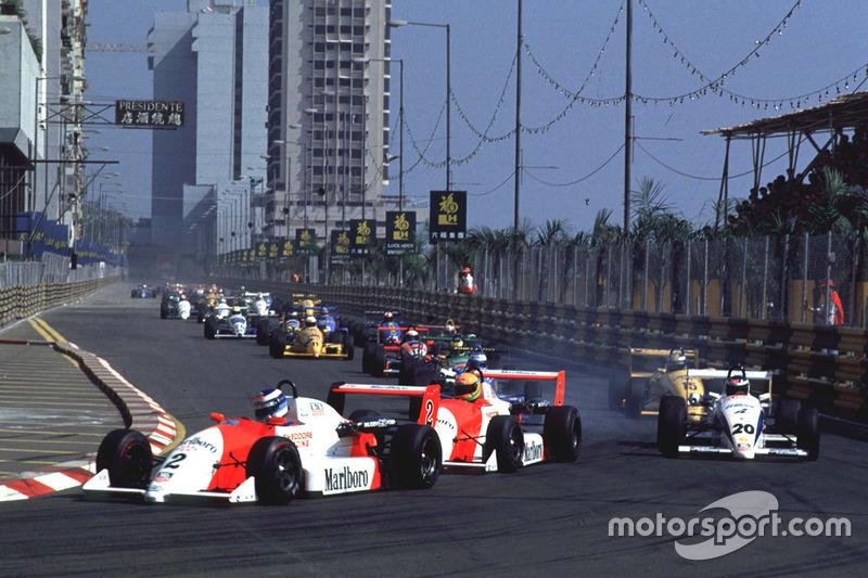 Mika Hakkinen lidera a Eddie Irvine y a Michael Schumacher en la arrancada