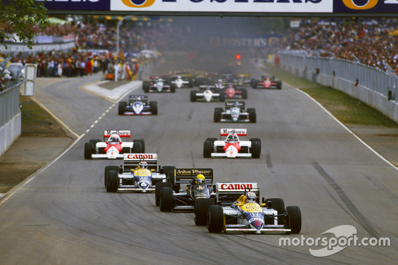 Nigel Mansell, Williams FW11 Honda lidera el grupo en la vuelta de calentamiento