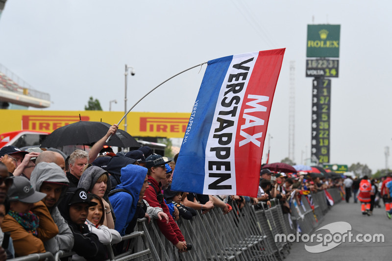 Max Verstappen, Red Bull Racing fans and flag