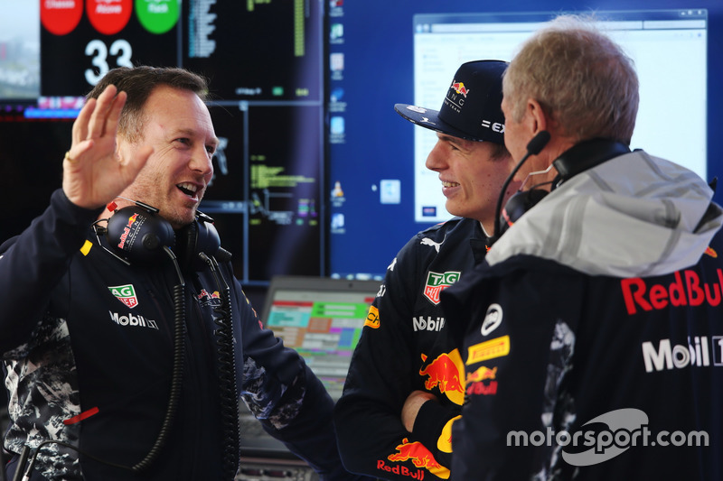Christian Horner, Team Principal, Red Bull Racing, Max Verstappen, Red Bull Racing, and Helmut Markko, Consultant, Red Bull Racing, in discussion