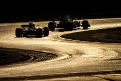 Felipe Massa, Williams FW40 leads Sebastian Vettel, Ferrari SF70H