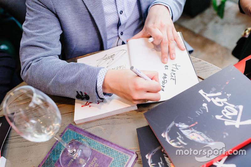Презентация книги «Даниил Квят. Путь в Формулу 1» Олега Карпова