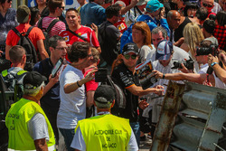 Sergio Perez, Force India meets and signs autographs for the fans