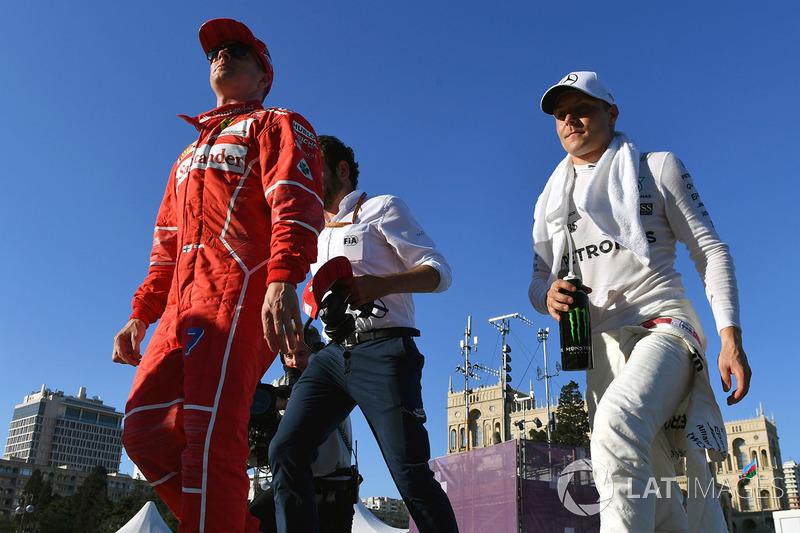 Kimi Raikkonen, Ferrari, Valtteri Bottas, Mercedes AMG F1
