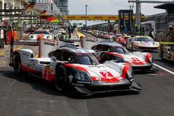 #2 Porsche Team Porsche 919 Hybrid: Тімо Бернхард, Ерл Бембер, Брендон Хартлі, #1 Porsche Team Porsche 919 Hybrid: Ніл Яані, Андре Лоттерер, Нік Тенді