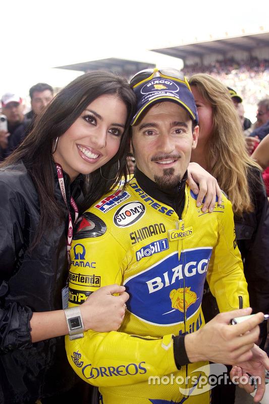 Max Biaggi, Pramac Pons, avec une charmante gridgirl