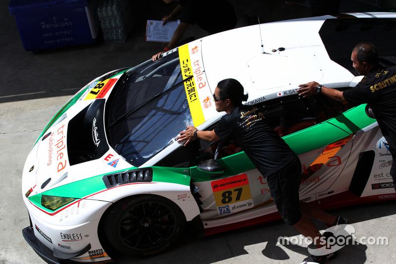 #87 triple a ランボルギーニ GT3