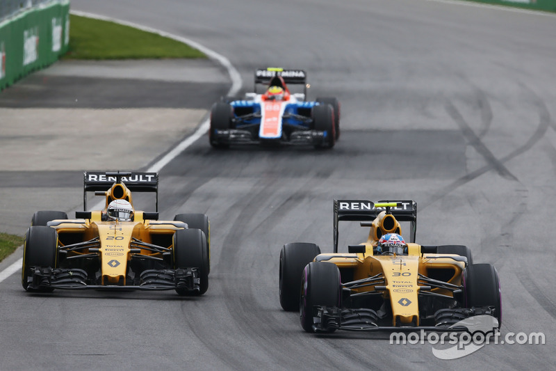 Джоліон Палмер, Renault Sport F1 Team RS16 та товариш по команді Кевін Магнуссен, Renault Sport F1 T