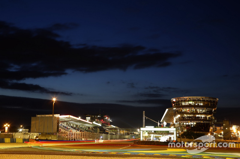 Atmosphäre bei Nacht