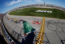Départ: Kyle Busch, Joe Gibbs Racing Toyota leads