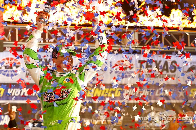 Il vincitore Kyle Busch, Joe Gibbs Racing Toyota