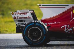 Kimi Raikkonen, Ferrari SF70H, Rueda trasera Pirelli, aleta de tiburón y detalle del alerón trasero